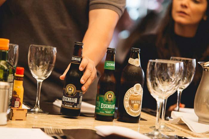 Evento visa explorar possibilidades de harmonizações entre pratos e cervejas. Foto: Alan Moreira/divulgação.