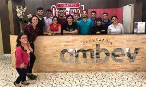 Estagiários de Manaus que se identificam com a cultura da empresa, de respeito à diversidade (foto: Ambev/Divulgação)